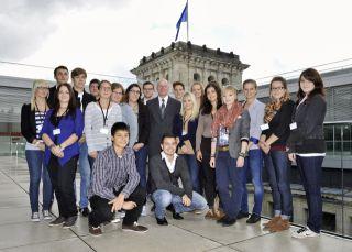 Die Preisträger/innen des 59. Europäischen Wettbewerbs mit Bundestagspräsident Dr. Norbert Lammert